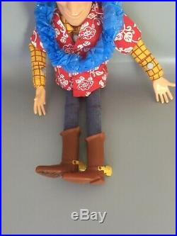 WOODY Hawaiian Vacation 16 talking pull-string Doll TOY STORY Disney Store